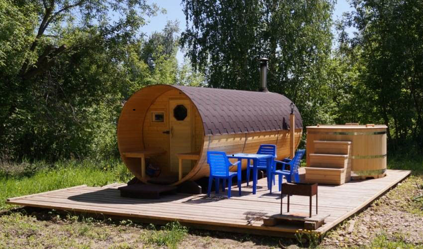 Баня-бочка, купель, мангал и столик — ваш уголок отдыха в саду