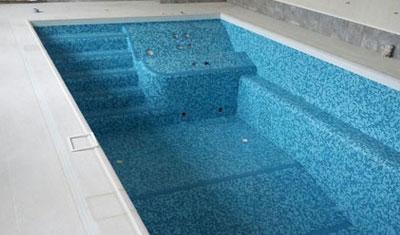 Бетонный бассейн с отделкой чаши мозаикой. Заказать в Крыму и Симферополе