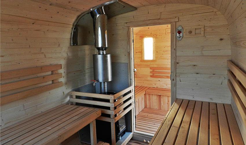 Внутри квадро бани бочки (купить её в Крыму и Симферополе можно в Купава) продумано и просторно