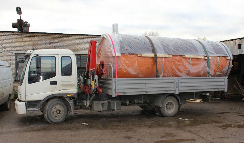 Квадро бани-бочки по Крыму и Симферополю развозит грузовик с манипулятором
